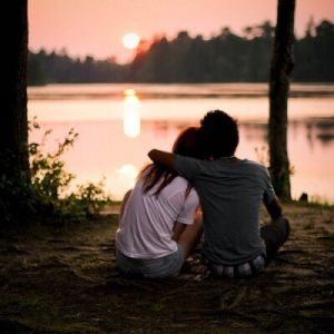 boyfriend-and-girlfriend-cosy-hug-love-Favim.com-2792748